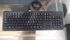 Parlantes, teclado y mouse