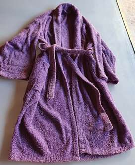 X no usar vdo bata de toalla muy bien cuidada, color lila