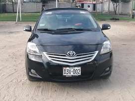 Se vende Toyota yaris 2013 semi full