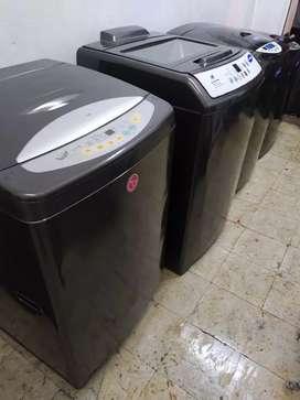 Lavadora marca LG digital de 30 lbs