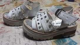 Vendo sandalia nena