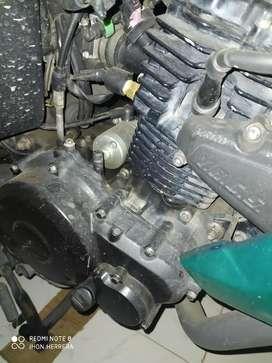 Vendo motor completo o por partes de fz16...