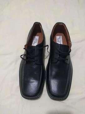 Se venden zapatos para hombre