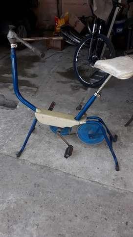 Bici fija usada con correa