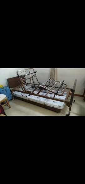 Cama Hospitalaria con control eléctrico