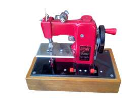 Máquina De Coser Mini De Juguete Antigua Joya
