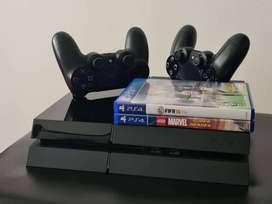 PS4 + 2 controles + 3 juegos