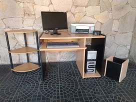 Muebles para oficina e insumos.