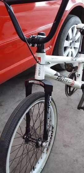 Vendo bicicleta bmx FELTBIKES  con componentes de carbono