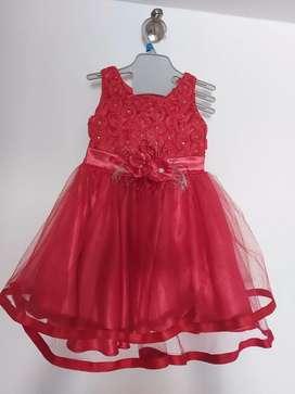 Vestido con una sola postura para una niña hasta 1 año