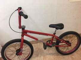 Bicileta piraña bmx roja en perfecto estado Negociable