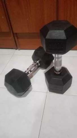 2 mancuernas encauchetadas (10kg) cada una como nuevas