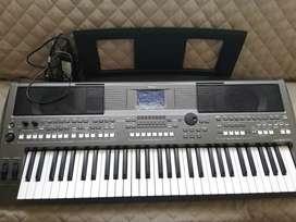 Piano Yamaha PSR S670 excelente estado