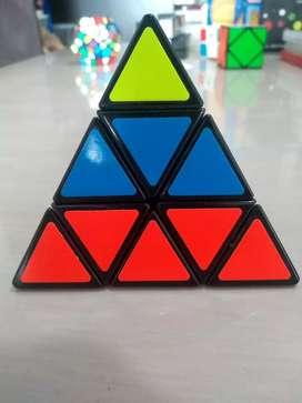 Juego Cubo de Rubik Piramide Shengshou Pyraminx (3x3) Juego Didáctico para todas las edades.