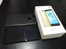 Vendo Xiaomi Mi A1 bien cuidado, con caja , cargador original, vidrio templado y dos fundas.