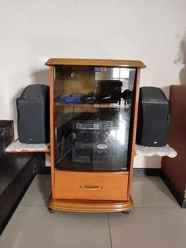 Mueble para TV de roble macizo con rueditas
