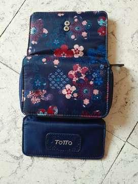 Billetera marca Totto