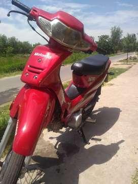 Vendo motomel dlx 110cc 16.500 km esta como nueva para transferir 08 firmados