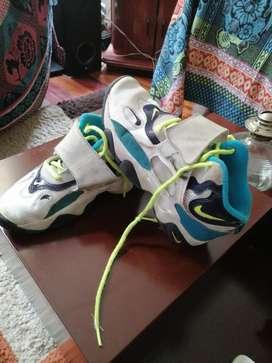 Zapatos  de baloncesto para niño talla 33.5