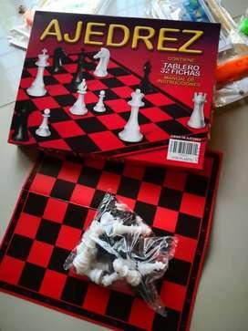 Juegos de mesa bingos cartas uno dos Local en Manta escriba al whas