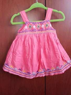 Hermoso vestido para niña. Edad 3-6 meses. Como nuevo