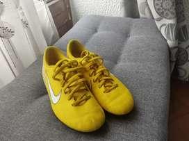 Guayos Nike talla 2.5 (precio negociable)