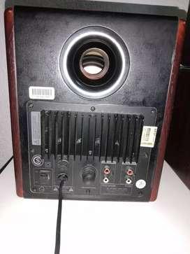 Parlantes Microlab caja de madera