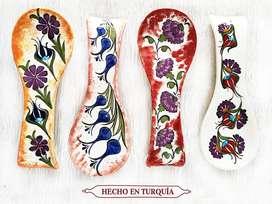 Portacucharas en ceramica hechas y pintadas a mano