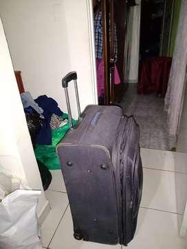 Vendo maleta grande con buena capacidad en buen estado