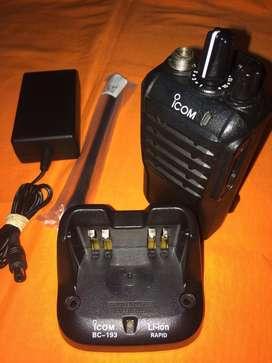 Radio Icom F3003- Cargador Y Antena Nueva- Programa Frecuencuencia