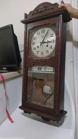 Reloj péndulo   más de 65 años de antigüedad
