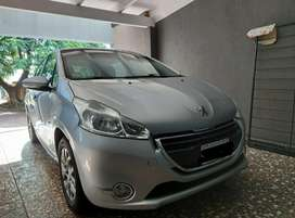 Peugeot 208. Allure touch screen 1.6 nafta. 2015