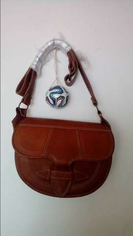 Hermoso bolso en cuero para mujer