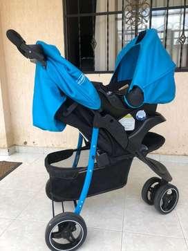 Venta de coche con porta bebé con sólo un mes de uso