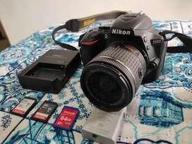 NIKON D5600 COMO NUEVA