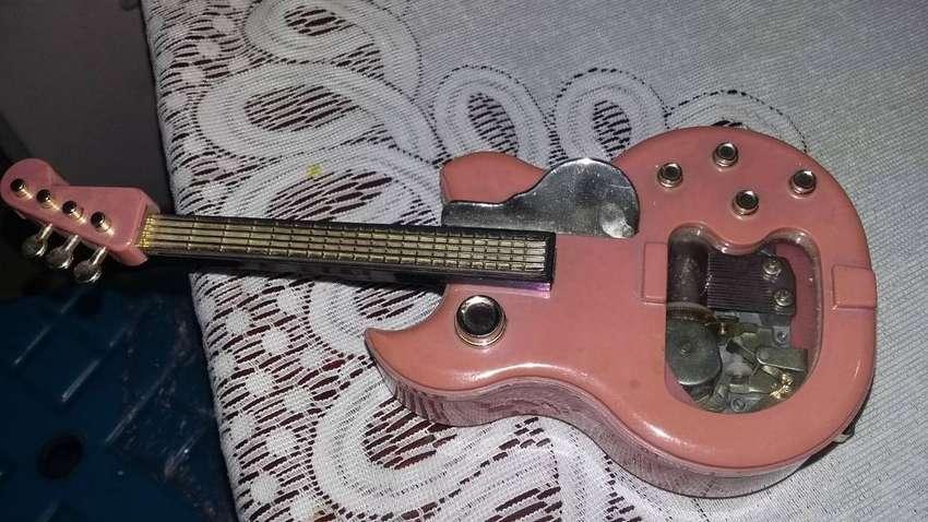 caja musical en forma de guitarra funciona 0