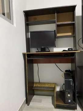Computador de mesa  y mueble para colocarlo