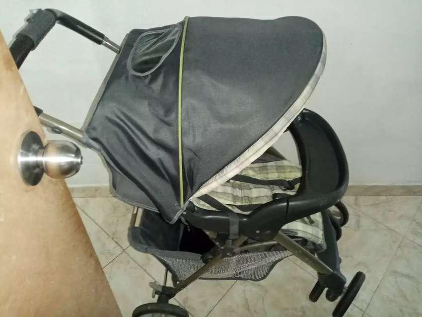 Vendo coche para  bebé unisex marca Graco en perfecto estado un solo uso color gris 125 negociable 0