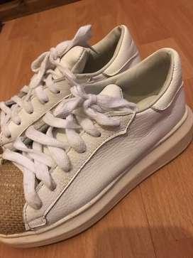 Zapatillas blancas Sofia de Grecia