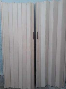 Puerta plegable corrediza  usada