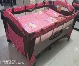corral para niña de color rosado