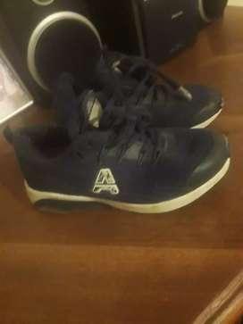 Dos zapatillas para chicos n 31