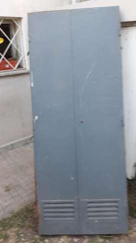 Vendo Puerta de Chapa 0.70 X 1.70mtrs.