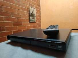 Reproductor compacto de DVD con USB | DVP-SR370