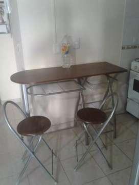 Vendo mesa y silla desayunador usado