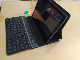 Tablet 10' TCL (16/1 GB con Android 10) + teclado Bluetooth y funda, a estrenar.