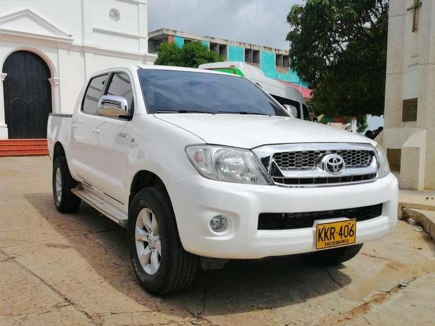 Vendo Toyota Hilux 2011 4X4 0