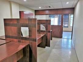 Oficina de alquiler amoblada en el Edificio Office Center, Samborondón.