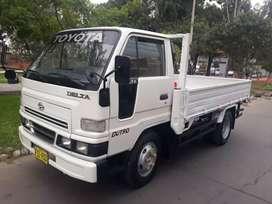 Vendo  Daihatsu mod Delta año 2008 mecanico , petrolero carga util 3 tn
