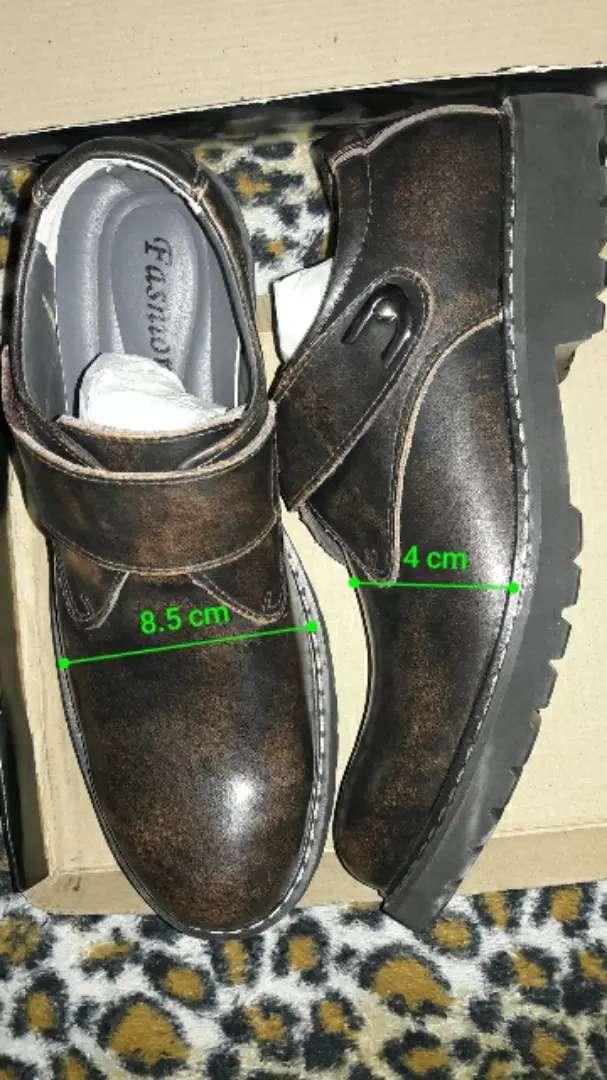Zapatos de cuero de vacuno número 43 0